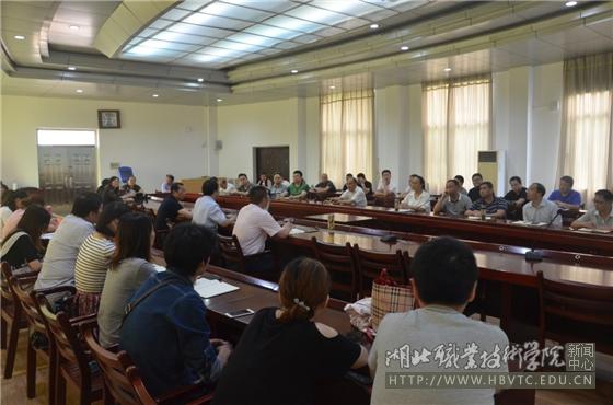 武汉大学心理健康教育中心主任赖海雄教授应邀